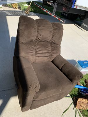 Recliner, Super comfy! Pick Up Only! for Sale in Gallatin, TN