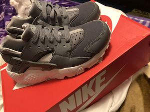 Huaraches size 3.5 for Sale in Los Angeles, CA