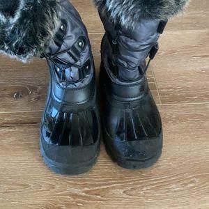 Winter Boots Boys Size 3 for Sale in Santa Clarita, CA