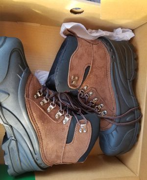 Mens size 9 Snow boots for Sale in Fontana, CA