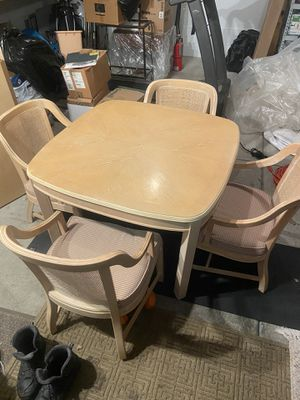 Dining table or breakfast table with 2 leafs for Sale in Brighton, MI