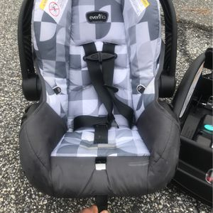 Cant Beat 30$ Only Used 3times Baby Car Seat for Sale in Brookhaven, PA