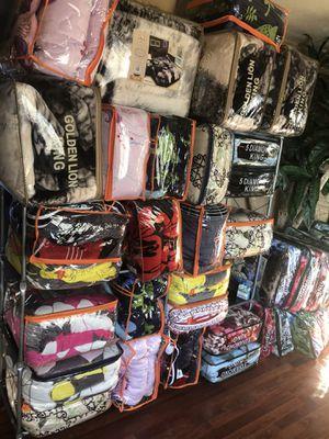 Borreguito blankets $30. King size for Sale in Phoenix, AZ