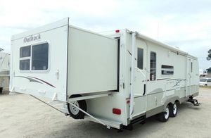 2OO7 5th wheel trailer for Sale in SOUTH FLORIDA, FL