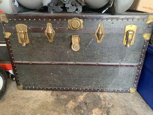Vintage trunk for Sale in Las Vegas, NV