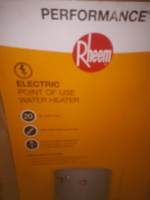 20 gal water heater brand new, still in the box. Sells for 250 in the store, asking only 50 for it. for Sale in Speedway, IN