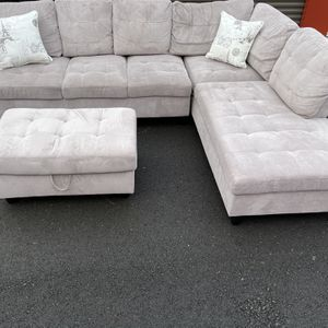 Gorgeous And Plush Family Sectional With Storage Ottoman! for Sale in Vancouver, WA