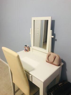 Small dresser for Sale in Woodbridge, VA