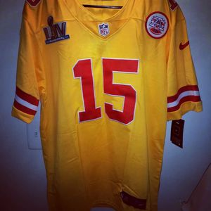Kansas city chiefs Patrick mahomes nike super bowl jersey sz Large.... Yellow and red for Sale in Alexandria, VA