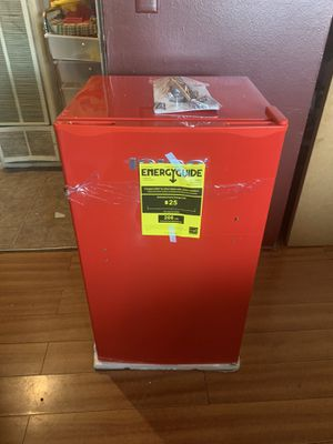 IGLOO MINI FRIDGE for Sale in El Monte, CA