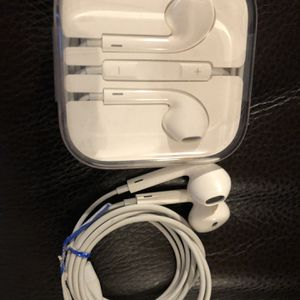 New Apple Wired Earbuds Headphones Used for Sale in Port Isabel, TX