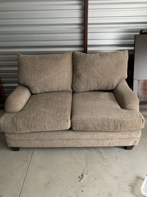 Living room set w/ end tables and coffee table for Sale in Marion, IL