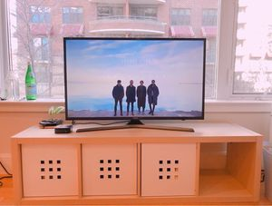 SAMSUNG UHD TV 40 inch and TV Unit for Sale in Washington, DC