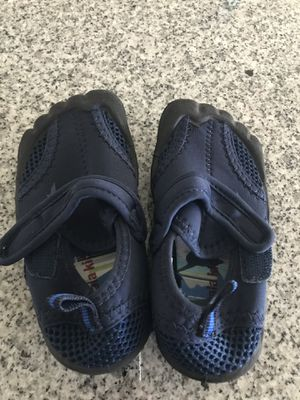 Koala Kids Toys R Us brand water shoes for Sale in Lake Elsinore, CA