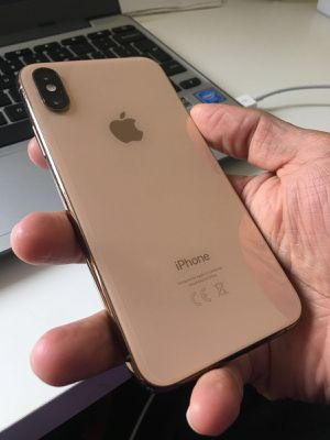Unlocked iPhone XS Gold 64gb for Sale in Providence, RI