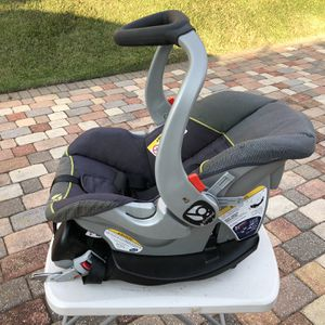 Chico Key Fit Car Seat / Carry for Sale in Clermont, FL