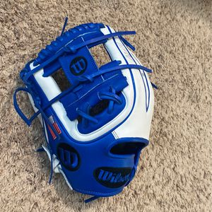 New Glove for Sale in New Caney, TX