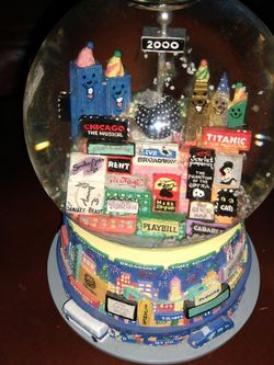 Millennium TWIN TOWER MUSICAL SNOWGLOBE for Sale in Jacksonville,  FL