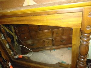 Free dresser and mirror for Sale in Wolcott, CT