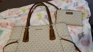 Michael Kors purse and wristlet wallet for Sale in Los Angeles, CA