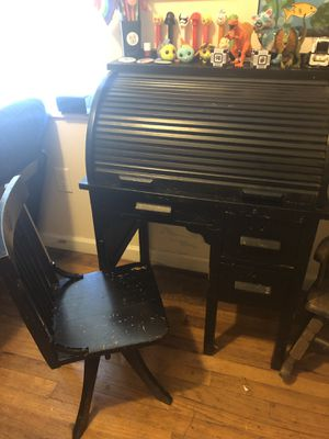 Child's Desk (BEST OFFER) for Sale in Atlanta, GA