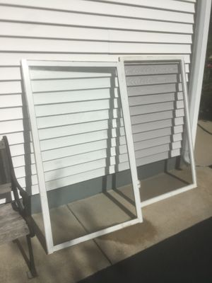 FREE -11 Windows n 8 Screens for Sale in Downers Grove, IL