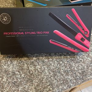 Set Hair Straightener New On Sale for Sale in Jurupa Valley, CA