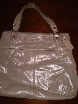 Coach New Metallic Tan Lg Zipper Purse. Simple Design But Striking Color for Sale in Gladwyne,  PA