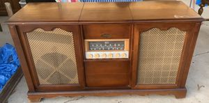 Antique The Magnavox Concert Grand Record Player Phonograph Cabinet Dresser for Sale in Biola, CA