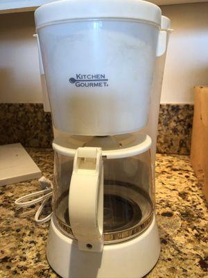 White coffee maker. 10 cup for Sale in Miami Beach, FL