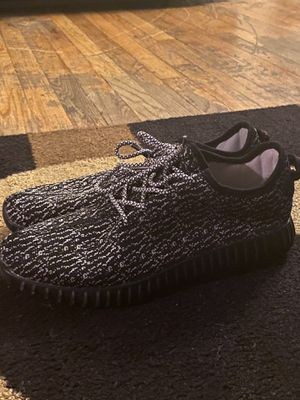 Adidas Yeezy Boots 350 Pirate (used) size 9,5 for Sale in Uniondale, NY