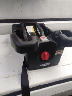 Graco car seat Snugride click 30 35 base for Sale in Philadelphia, PA
