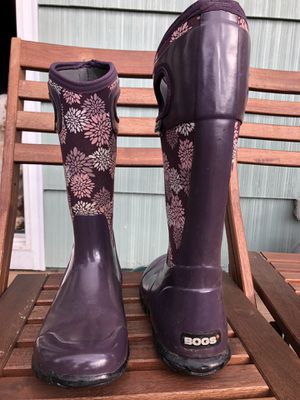 Size 8 BOGS rain boots for Sale in Gresham, OR