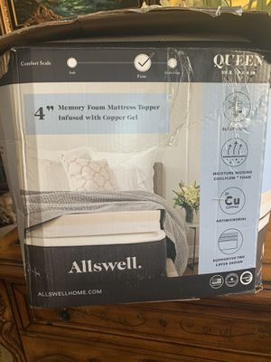 Queen mattress topper for Sale in North Las Vegas, NV