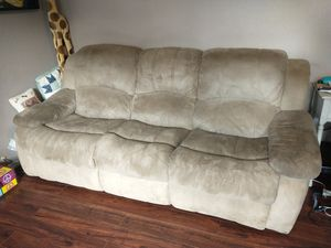 Free couch electric dual reclining tan microfiber for Sale in Gaston, OR