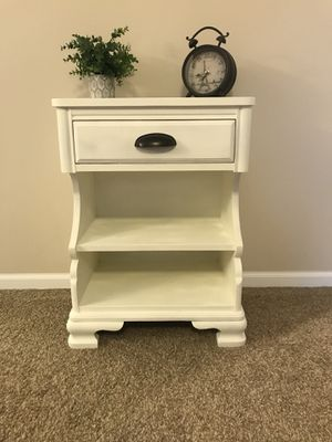 Nightstand/End table for Sale in Quincy, IL