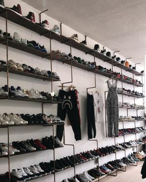 Buying all kicks Jordans Yeezys Lebrons who needs quick cash for Sale in Valley View, OH