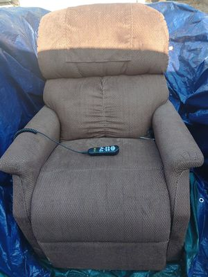 $550.00 very nice Brown lift couch that you can program to your remote like new for Sale in Apache Junction, AZ
