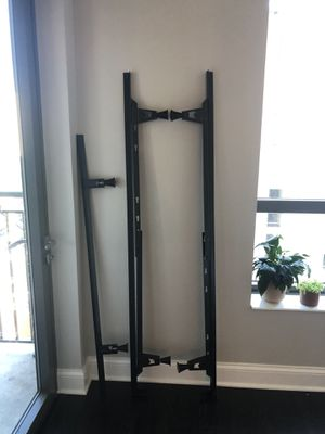 Queen size bed frame for Sale in Chicago, IL