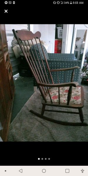 Antique Tell City rocking Chair for Sale in Avon Park, FL