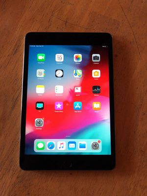 Apple iPad Mini 4 - 128GB - Space Gray LIKE NEW!! ****BONUS**** Comes with Otterbox Defender Case for Sale in Montclair, CA