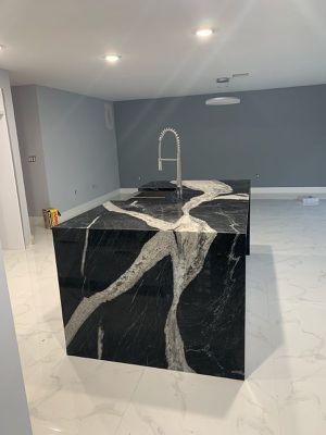 Quartz or Granite kitchen island for Sale in Miami Springs, FL