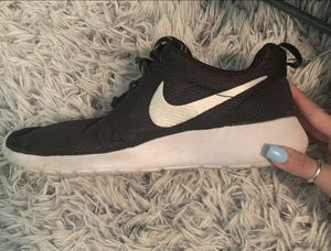Woman's Nike Roshes for Sale in Goldsboro, PA