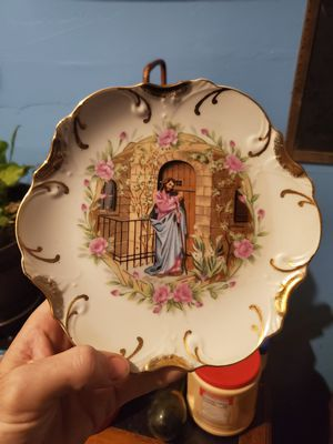 Vintage decorative hanging plate for Sale in Columbus, OH
