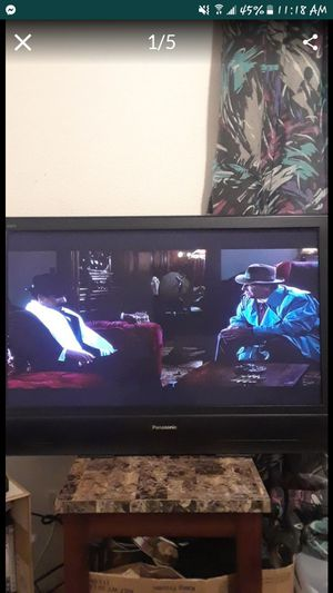 """42"""" High definition plasma tv + wall mount for Sale in Puyallup, WA"""