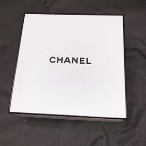 CHANEL BOX AND BAG for Sale in Compton, CA