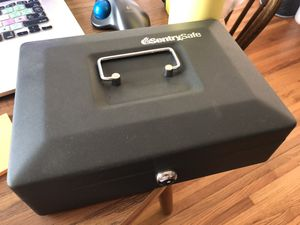 SentrySafe cash box, locking cash box with small money tray, small, CB-10 for Sale in Columbus, OH