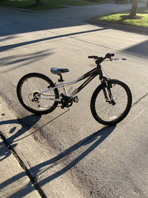 "Boys 24"" Specialized Hot Rock Bike (Black/White) for Sale in Detroit, MI"