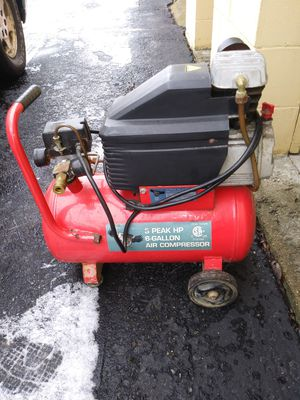 6 gallon air compressor for Sale in Shelbyville, IN