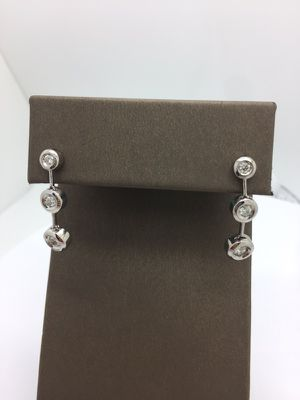Diamond drop earrings 0.65 ct for Sale in Miami, FL
